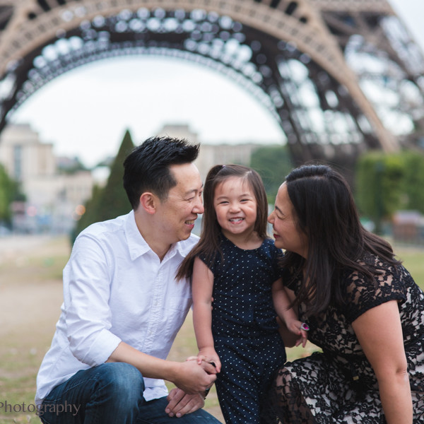 Champ de Mars & La Rive Seine: Paris Family Portrait Session